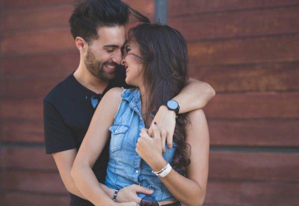 22 sinais de que ele está  apaixonado