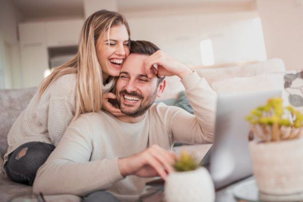 Por que os homens são atraídos por mulheres fracas