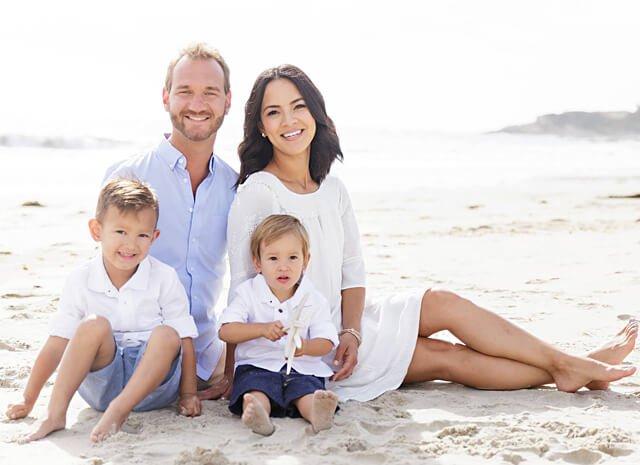 mulher bem sucedida com filhos